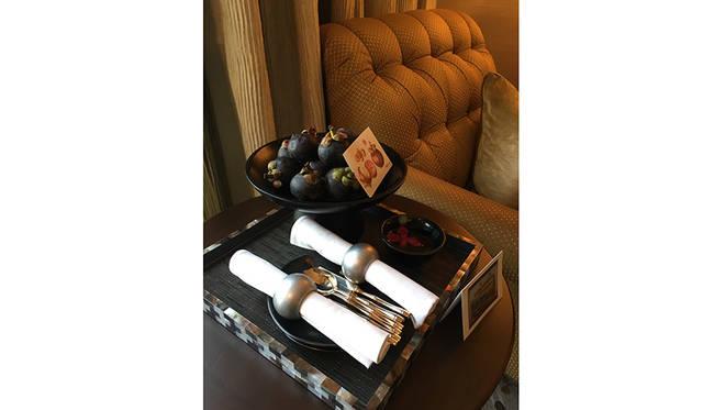 客室には毎日変わるウェルカムフルーツ、チョコレートなどが用意されている