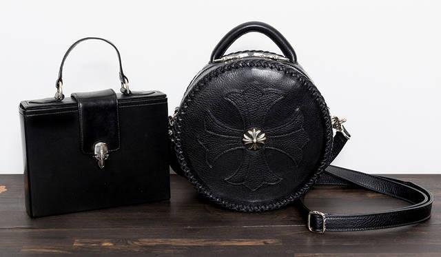 左からバッグ 34万9000円(税別)、65万6000円(税別)