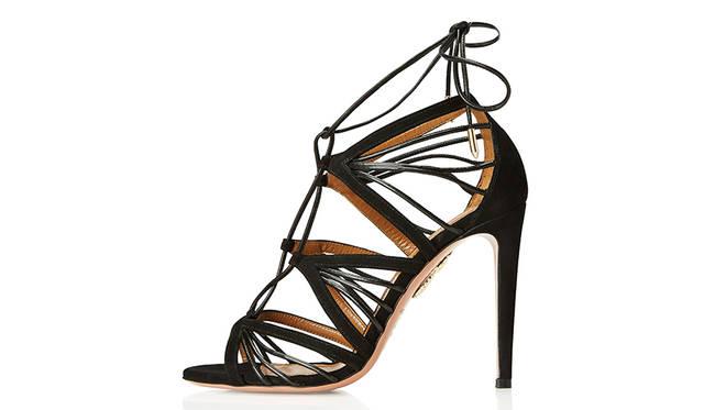 <strong>Very Holli Sandal</strong><br /> デザイン|Holli Rogers<br /> 価格|8万6500円(税抜 ・参考価格) <br /> ※日本円は換算日レートにより価格が異なります <br /> カラー|2色