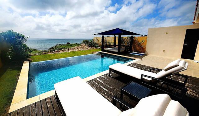 参加者は伊良部島に昨年オープンしたばかりのリゾートホテル「紺碧ザ・ヴィラ オールスイート」にステイした