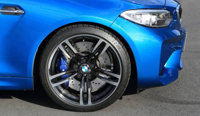 タイヤサイズは前が245/35R19、後ろが265/35R19