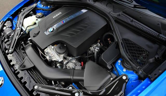 2979cc直列6気筒エンジンは272kW(370ps)の最高出力と465Nmの最大トルクを発生