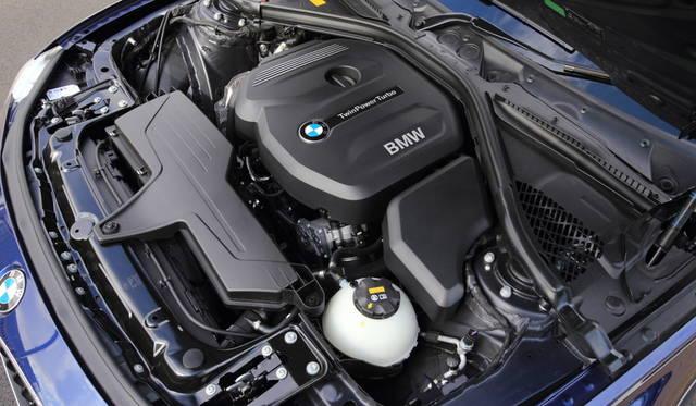 318iのエンジンは1498ccの3気筒で100kW(136ps)の最高出力を発生