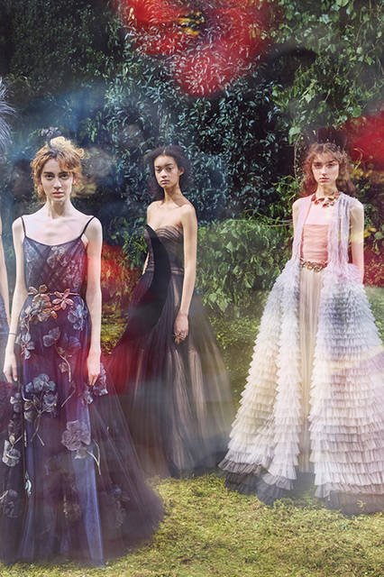 """PHOTO:TIERNEY GEARON for DIOR<br><br>  <a href=""""/series-tag/2017-ss-hautecouture-collection-women"""" class=""""link_underline"""">2017年春夏オートクチュールコレクション</a><br><br>  <a href=""""/gallery/1527951"""" class=""""link_underline"""">セレブスナップはこちら</a>"""