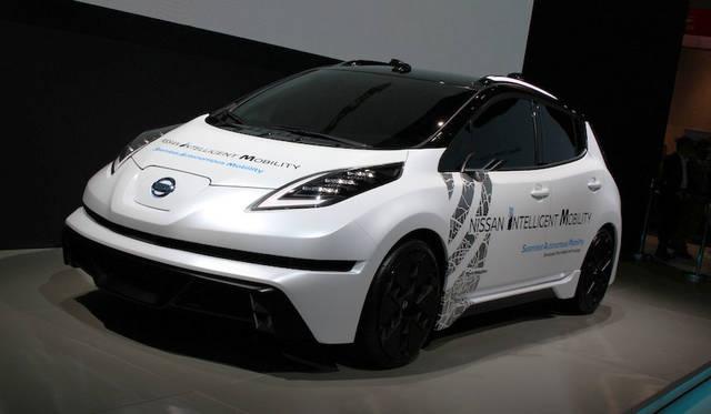 日産自動車の「SAM(Seamless Autonomous Mobility)」実験車。NASAとの共同研究で、ビッグデータを用いて、「信号よりも警察官の手信号を優先する」といった状況判断を行う