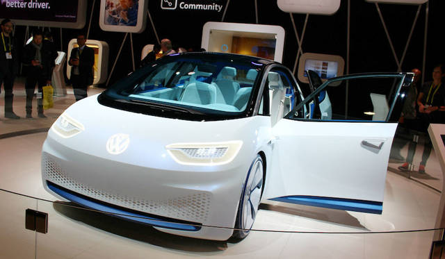 フォルクスワーゲンは米国プレミアのEVコンセプト「I.D.」をアイキャッチにしながら、アマゾンの音声認識デバイス「Echo」を用いた車と家庭のシームレスネットワークを提示