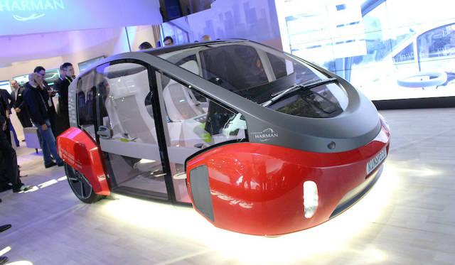スイスのエンジニアリング企業「リンスピード」が提案する自動運転のEVコミューター「オアシス」。カーシェアリングの使用も想定。ホンダのNeuV同様、朝夕は通勤用、日中は配達用に活用する