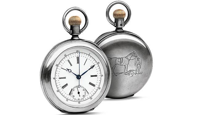 シルバー製オープンフェイス懐中時計。1878年に発表した、ロンジン初のクロノグラフ機能を備えたキャリバー20Hを搭載。馬と騎手が彫られたこのモデルは、ロンジンの乗馬スポーツとの関係の始まりを運命付けた。