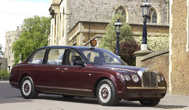 2002年には、エリザベス2世のために特注のリムジン車を製作納入した。