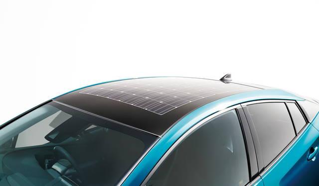 ルーフに備わる、ソーラー充電システム
