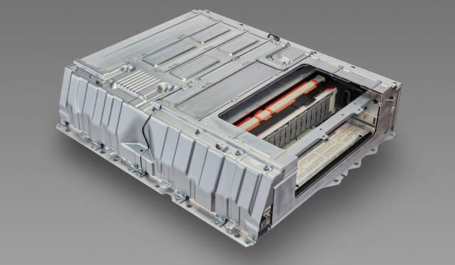 駆動用のバッテリーは、総容量8.8kWhのリチウムイオン電池