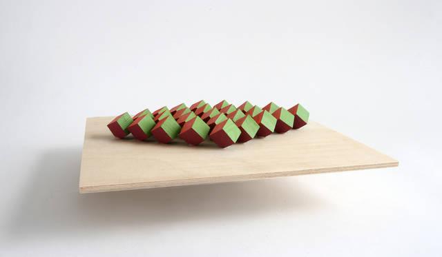 静的でありながら、視点によって可変にも見える構造体<br> 作品名|STRUCTURAL COLOR – STATIC YET CHANGING<br> 受賞者|ジェシカ・フーグラー(Jessica Fügler)/アメリカ<br> メンター|エレナ・マンフェルディーニ