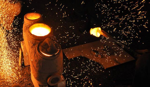 大量生産の陶磁器も、唯一無二の一品へと生まれ変わらせることができる移動型窯<br> 作品名|MASS PRODUCTION TO UNIQUE ITEMS<br> 受賞者|TAKEHANAKE-Bungorogama(竹鼻 良文/日本、奥田 文悟/日本、奥田 章/日本)