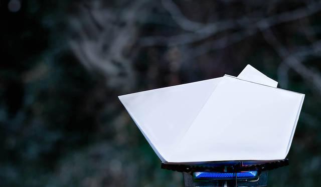 本来可燃である紙素材を用いた耐火ケトル<br> 作品名|PAPER KETTLE<br> 受賞者|片山 諒/日本