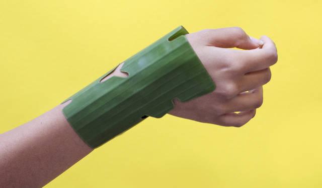 天然の生分解性を持ちながら、合成物質のように鎮静効果をもたらす、バナナの葉を用いた火傷用絆創膏<br> 作品名|PLATANACEAE<br> 受賞者|パウラ・セルメーニョ(Paula Cermeño)/ペルー