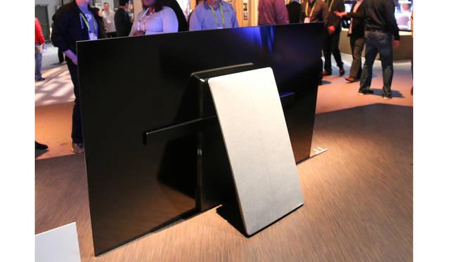ソニーが発表した有機EL 4Kテレビ「BRAVIA A1Eシリーズ」。リアビューもシンプルかつクールである。