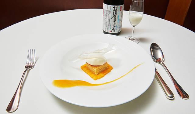 超濃厚ヨーグルト酒 × 7%に精米したお米のチップスと酒粕のアーモンドケーキ マスカルポーネのアイスクリームと柿