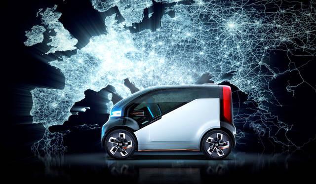 今年のCESで発表したピュアEVのシティ コミューター コンセプト「NeuV」。ソフトバンクグループのcocoro SBが開発した学習型AI「HANA(Honda Automated Network Assistant)」を備える。また、ラゲージには「Kick'n Go」電動スクーターを搭載し、駐車場より先の移動をも電動化する。