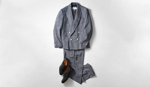 あらためてスーツが見直されている昨今、カットソーを合わせてオフでもスーツを楽しみたい。その際はスニーカーなどではなく、ドレスシューズで引き締めるのが今季的だ。軽快なニュアンスのあるレーザー加工のストレートチップなら、素足履きのカジュアルダウンも違和感なくきまる。<br><br> 靴2万8000円、ジャケット12万円、パンツ5万8000円/ともにイートウツ(エリオポールメンズ銀座 Tel.03-3563-0455)、ニット2万9000円/スローン、カットソー1万6000円/グランサッソ(伊勢丹新宿店 Tel.03-3352-1111)