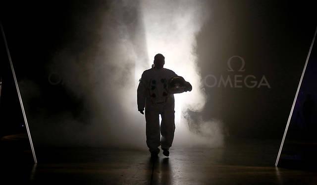 宇宙服姿で登場した、バズ・オルドリン氏。アポロ計画において、人類史上初めて月面に降り立ったひとり。
