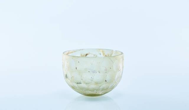 円形切子ガラス碗 </br>イラン ササン朝ペルシア(6世紀)</br>天理大学附属天理参考館蔵