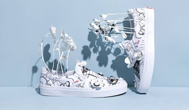ニキ ローレケ</br>アーティスト/イラストレーター。ドイツ人と日本人のハーフとして東京で生まれ育つ。ロンドンのセントラルセントマーティンのグラフィック学科を卒業、現在では日本、ヨーロッパ、アメリカ西海岸を行き来しながら活動している。イラスト、テキスタイルデザイン、アニメーション等のコマーシャルの仕事に携わる一方、ニキは個人のアートプロジェクトにも積極的に取り組んでおり、社会変動、平和、次世代のために健全な地球を引き継ぐためにアートは必然的な手段だと信じている。
