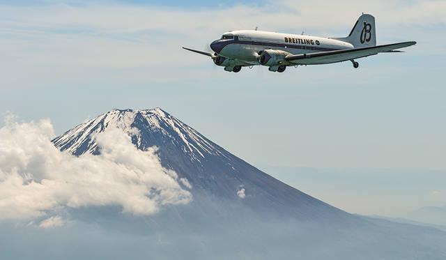 富士山周辺をフライト。高度4000mともなると空気が薄くなり、エンジン出力が低下する。フライトにはテクニックを要するのだとか。