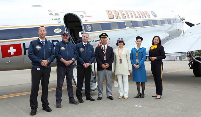 かつてDC-3を採用していた全日本空輸のパイロットと客室乗務員が福島空港で久しぶりの対面を果たした。