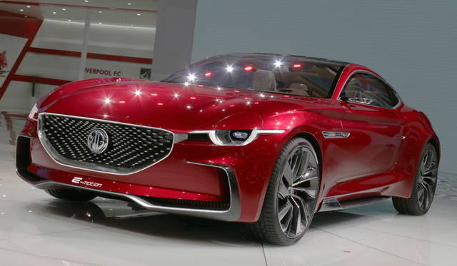 <strong>MG e-motion concept|MG「e-モーション コンセプト」</strong><br> 往年の英国車ブランド「MG」を今日所有する上海汽車が提案するスーパースポーツEV。