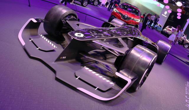 <strong>Renault R.S.2017 Vision|ルノーR.S.2017 ヴィジョン</strong><br> F1における40年の歴史をもつルノーが、10年後のマシーンを示唆。