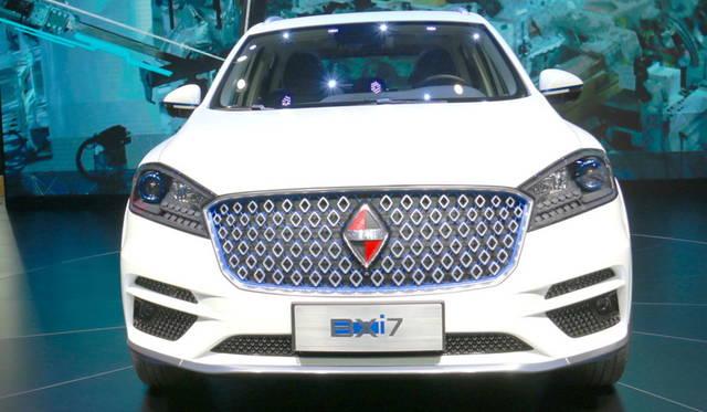 <strong>Borgward BXi7|ボクルバルト BXi7</strong><br> 長らく途絶えていたドイツ車のブランドを福田汽車がプレミアムブランドとして復活させたボルクヴァルト。これはその「BXi7」。既発売のSUV「BX7」のEV版である。