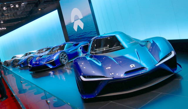 <strong>NIO EP9|蔚来 EP9</strong><br> 上海を拠点とするスタートアップ企業が公開したスーパースポーツEV。米国のサーキットで自動運転による最高速160mph/h(約256km/h)を達成。