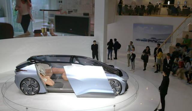 <strong>NIO Eve|蔚来 イヴ</strong><br> 上海を本拠とするEVスタートアップ企業NIOが公開した自動運転EVコンセプト「イヴ」。家屋とのシームレスな感覚を強調。2020年に米国での発売を計画している。