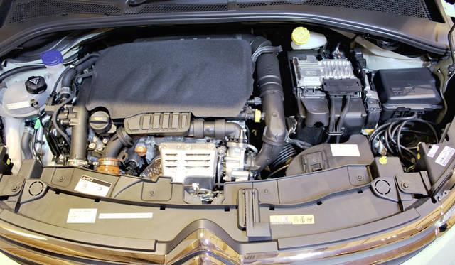 全モデルに搭載される1.2リッター直列3気筒ピュアテック エンジンは、最高出力81 kW(110 ps)/5,500 rpm、最大トルク205 Nm(20.1 kgm)/1,500 rpmを発揮する