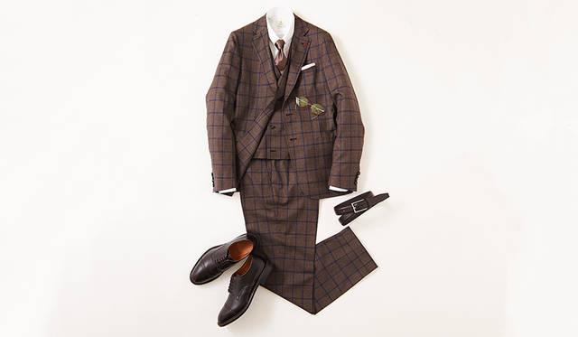 今季らしいブリティッシュクラシックを感じさせるウインドーペーン柄のスリーピーススーツ。スピンオフシリーズのストレートチップモデルは、クラシックすぎないモダンの薫る足元を演出。ウエストを絞り込んだ立体的フォルムによる軽妙さにより、過剰な重厚感も払拭できる。<br><br>  靴2万8000円/リーガル(リーガル コーポレーション Tel.047-304-7261)、スーツ34万円、ジレ8万円/ともにイザイア(イザイア ナポリ 東京ミッドタウン店 Tel.03-6447-0624)、シャツ3万4000円、タイ1万8000円/ともにルイジ ボレッリ、チーフ7000円/シモノ ゴダール(すべて東京)、ベルト1万7000円/アンダーソンズ(エスディーアイTel.03-6721-1070)、メガネ2万8000円/フィッシュ&チップス(デコラTel.03-3211-3201)