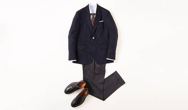 ネイビーブレザー&グレーパンツの王道ジャケットスタイルに、ベーシックなプレーントゥがベストマッチ。まさに時代を超越した組み合わせだが、ジャケットやパンツのシルエットと同じように、シューズのフォルムがモダンな時代感を醸し出し、古臭さは感じさせない。 <br><br> 靴2万8000円/リーガル(リーガル コーポレーション Tel.047-304-7261)、ジャケット6万6000円/ハケット ロンドン(ハケット ロンドン 銀座Tel.03-6264-5362)、シャツ2万円/ギ ローバー、タイ1万5000円/ステファノ ビジ、チーフ4000円/ムンガイ、パンツ3万6000円/PT01(すべてリング東京Tel.03-3497-5577)