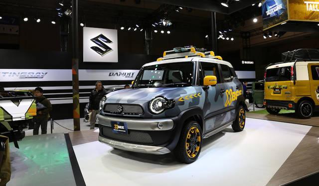 <strong>Suzuki X bee Wiinter Adventure|スズキ クロスビー ウィンター アドベンチャー</strong><br> 全長3.7メートル、全高1.7メートルの車体に1リッターエンジン搭載のスズキX BEE(クロスビー)にウィンタースポーツのイメージを盛り込んだショーモデル