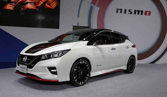 <strong>Nissan Leaf NISMO Concept|日産リーフ ニスモ コンセプト</strong><br> 日産自動車のブースに置かれたリーフ ニスモ コンセプトは車名のとおり同社のためにモータースポーツ活動など行うニスモがトルクなどを上げた電気自動車リーフで、電気自動車には楽しさもあるというマニフェストといえる