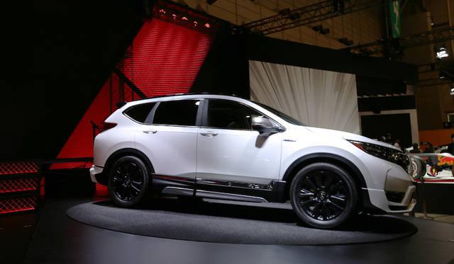 <strong>Honda CR-V|ホンダ CR-V</strong><br> ホンダのブースに飾られた今年(2018年)にモデルチェンジ予定というCR-Vをベースにしたカスタムコンセプト