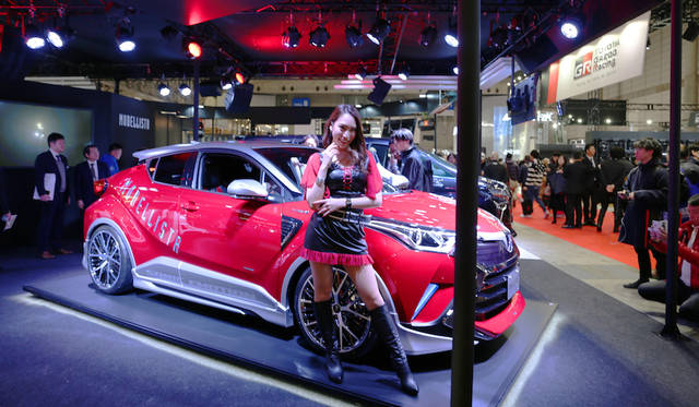 <strong>Toyota Modellista Sonic Emotion C-HR Concept|トヨタ モデリスタ ソニック エモーション C-HR コンセプト</strong><br> トヨタ モデリスタ インターナショナルが出展したSONIC EMOTION C-HR CONCEPTは車名のとおりトヨタC-HRをベースにスポーティにドレスアップした仕様