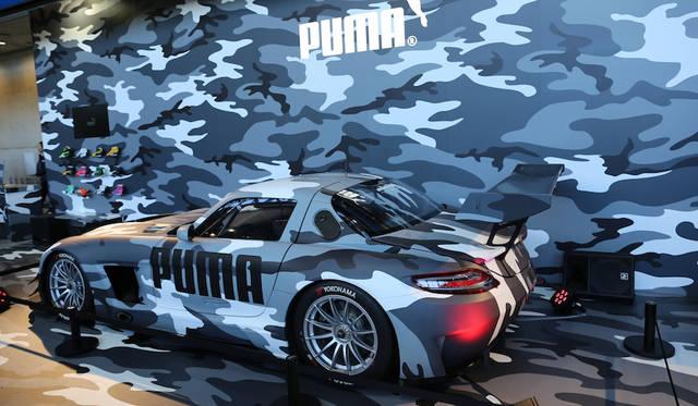 <strong>Puma|プーマ</strong><br> レーシングドライバーにもシューズを提供しているプーマは「既存の概念を打ち破れ!」というコンセプトでカムフラージュパターンのAMG GT3を展示