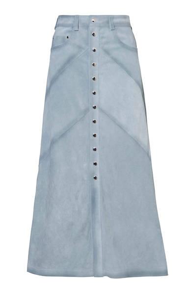 色褪せたような風合いが特徴のレザーのマキシスカート。フロントのボタンと深めのスリットが、歩く度に抜け感をプラスし女性らしい印象に。スカート12万9000円(ディーゼル ブラック ゴールド)