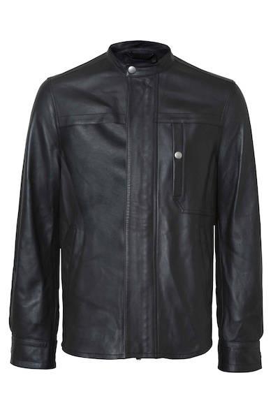 上質で柔らかなラムスキンを採用したレザージャケット。ノーカラーなのでハードになりすぎず、羽織るだけで上品に決まる。ジャケット17万9000円(ディーゼル ブラック ゴールド)