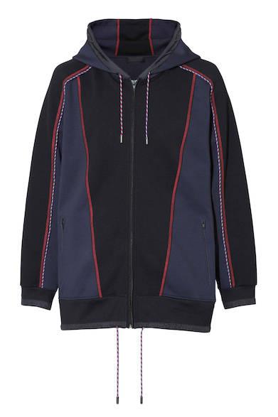 身頃や袖にパイピングを施し、グラフィカルなデザインに仕上げたジャケット。スポーティでありながら品のある大人のカジュアルスタイルに。パーカ5万6000円(ディーゼル ブラック ゴールド)