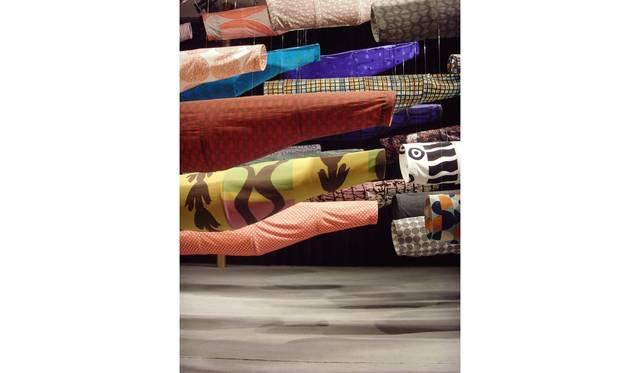 須藤玲子+アドリアン・ガルデール 《こいのぼり》 2008年 ジョン・F・ケネディ舞台芸術センター展示風景