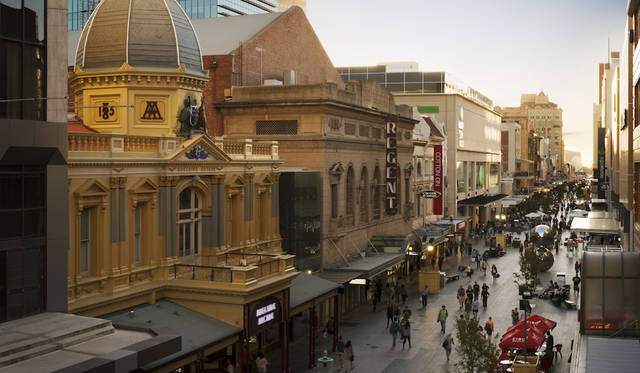 Rundle Mall, Adelaide, SA<br> © South Australian Tourism Commission