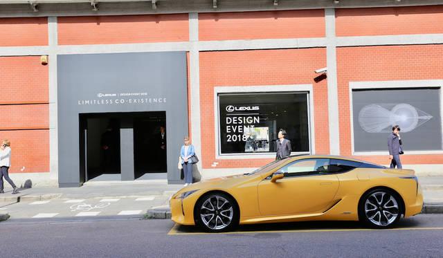ミラノはレオナルド・ダヴィンチ国立科学技術博物館内「カヴァリレッツェ」前に置かれたLEXUS LC