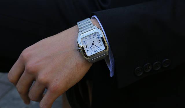 時計「サントス ドゥ カルティエ」ステンレススティールケース・ブレスレット/LM(39.7mm×47.5mm) 74万円(カルティエ/カルティエ カスタマー サービスセンター)
