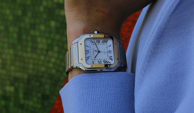 時計「サントス ドゥ カルティエ」ステンレススティール&イエローゴールドケース・ブレスレット/LM(39.7mm×47.5mm) 112万円(カルティエ/カルティエ カスタマー サービスセンター)