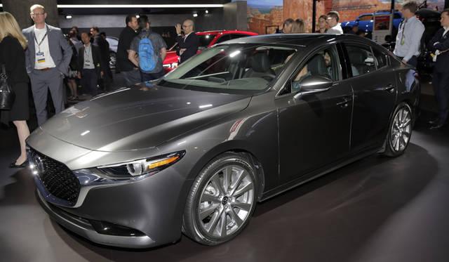 Mazda 3 マツダ 3(日本名:デミオ)